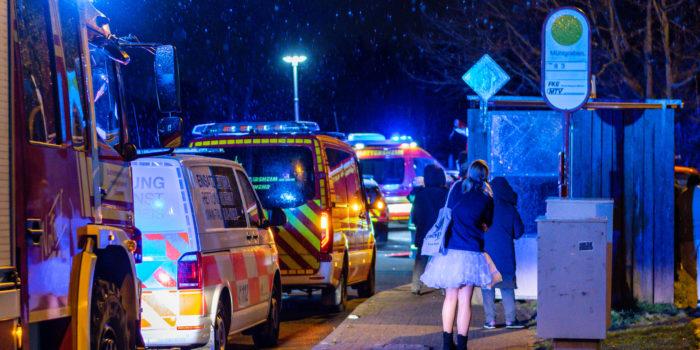 Feuer in Hattersheim an Faschingssonntag: Dutzende im Regen, vier verletzt