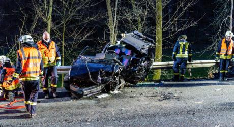 Zwei schwerverletzte nach Frontalaufprall in Weilrod