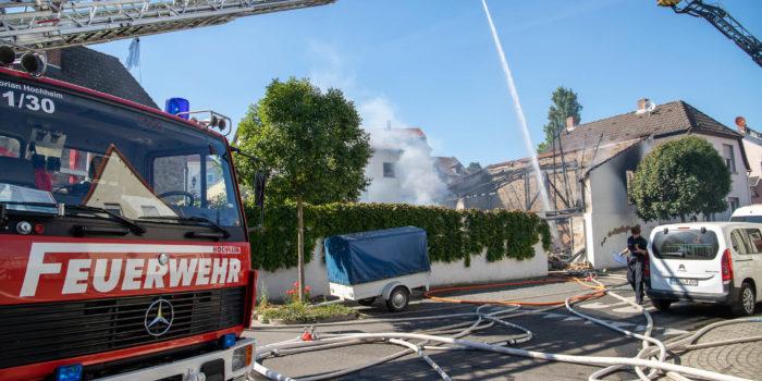 Brand zerstört mehrere Oldtimer in Flörsheim – Schaden im sechsstelligen Bereich