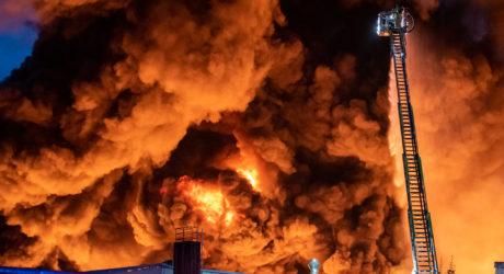 650 Kräfte kämpfen gegen Großbrand in Diez – Rauchsäule kilometerweit sichtbar